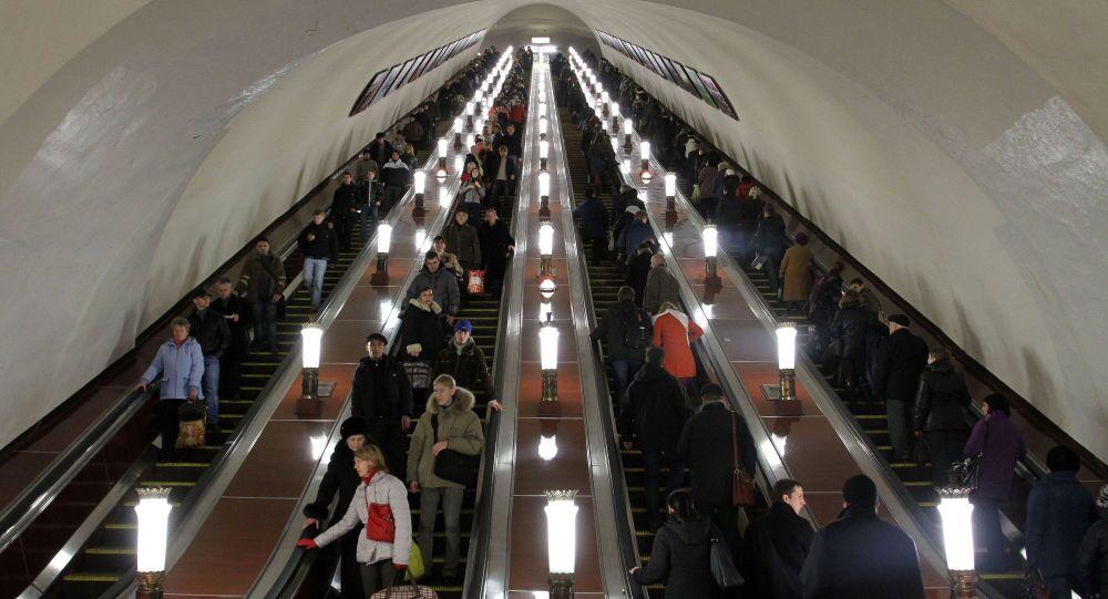 الدرج المتحرك في محطة كومسومولسكايا