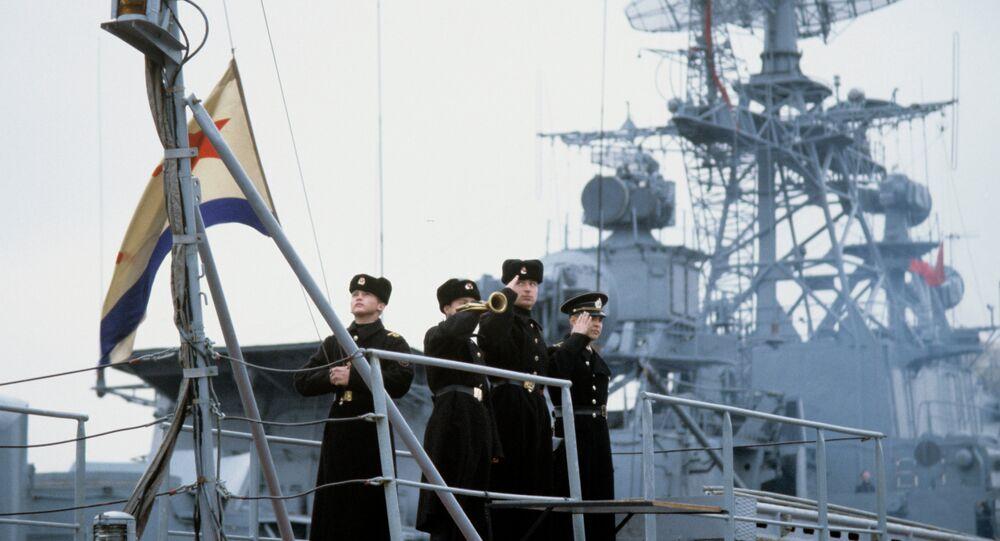 سفينة من أسطول البحر الأسود الروسي ترفع علم البحرية الروسية