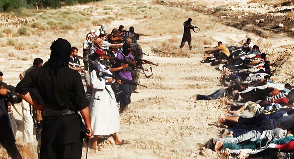 إعدامات جماعية من قبل داعش في العراق وسوريا