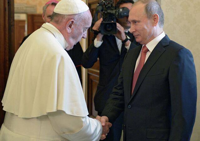 الرئيس بوتين يزور الفاتيكان