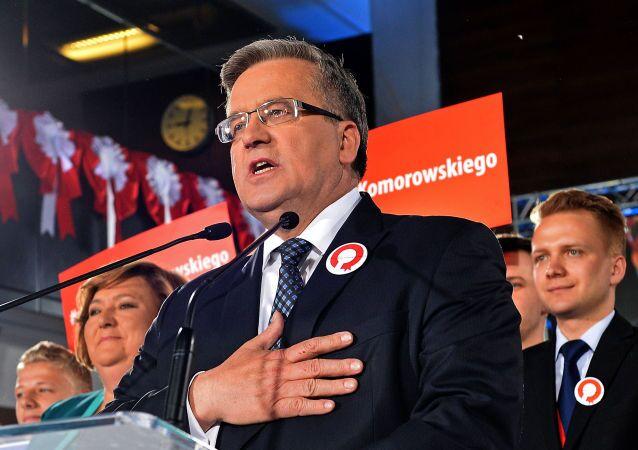 الرئيس البولندي برونيسلاف كوموروفسكي