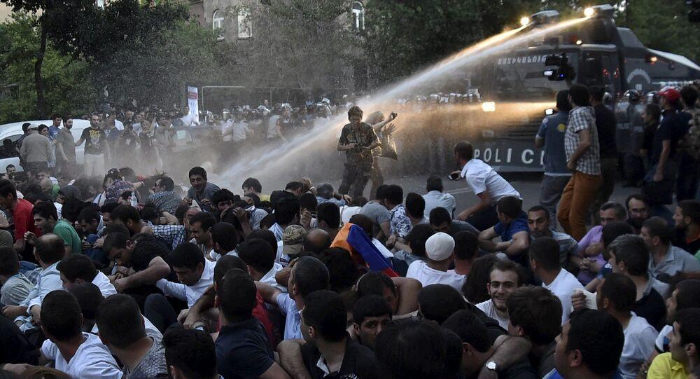 الاحتجاجات فى أرمينيا