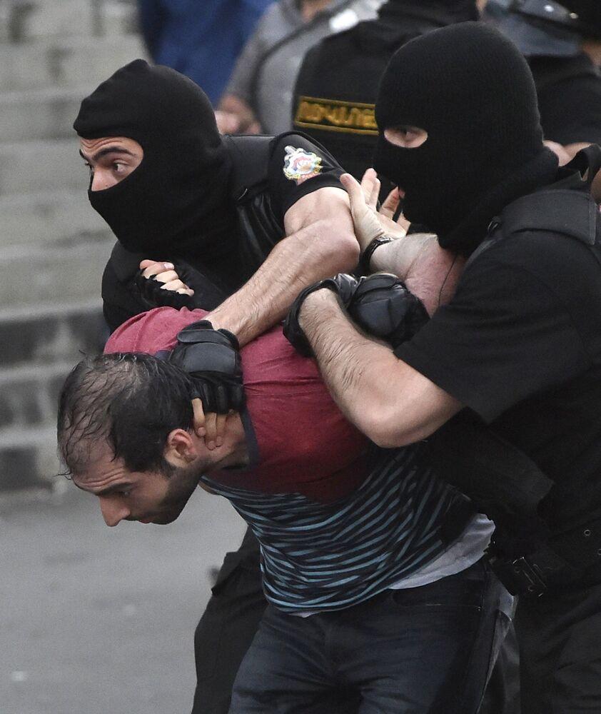 الإحتجاجات فى يريفان