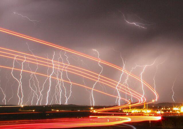 البرق فى سماء كاليفورنيا