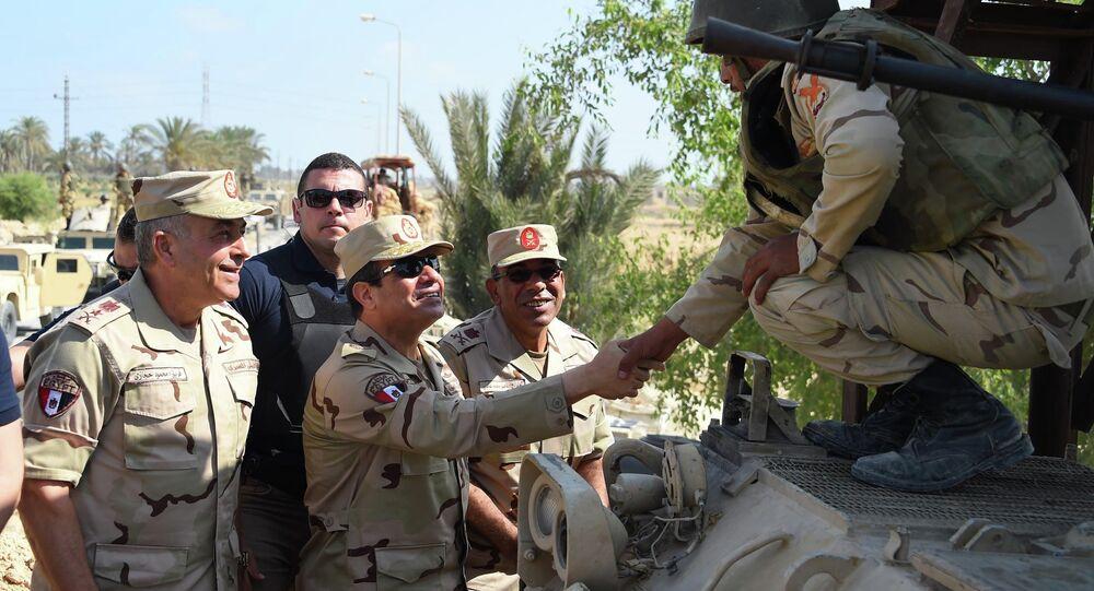 الرئيس المصري يعود الى الزى العسكري مرة أخري لأول مرة منذ إنتخابه