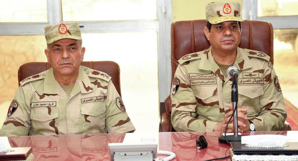 الرئيس السيسي يعود الى الزي العسكري لأول مرة منذ انتخابه