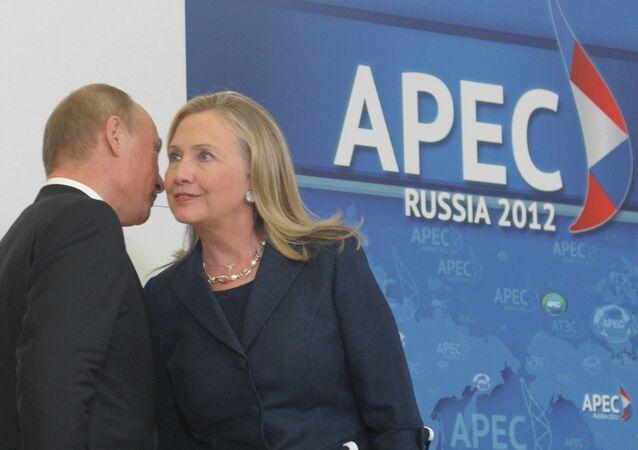 الرئيس الروسي فلاديمير بوتين ووزيرة الخارجية الأمريكية هيلاري كلينتون (صورة ارشيفية)
