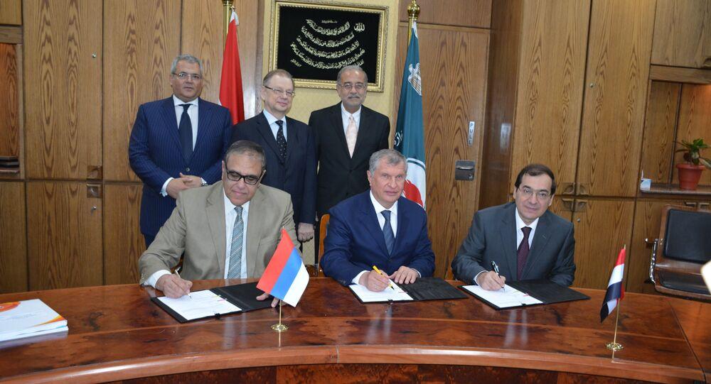 وزير البترول المصري و ايجور ايفانوفيتش رئيس شركة روزنفت الروسية