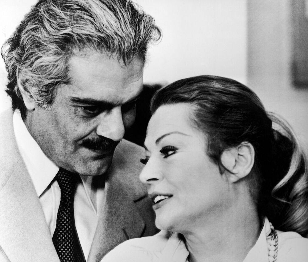 الممثلة السويسرية انيتا ايكبيرج مع الممثل عمر الشريف