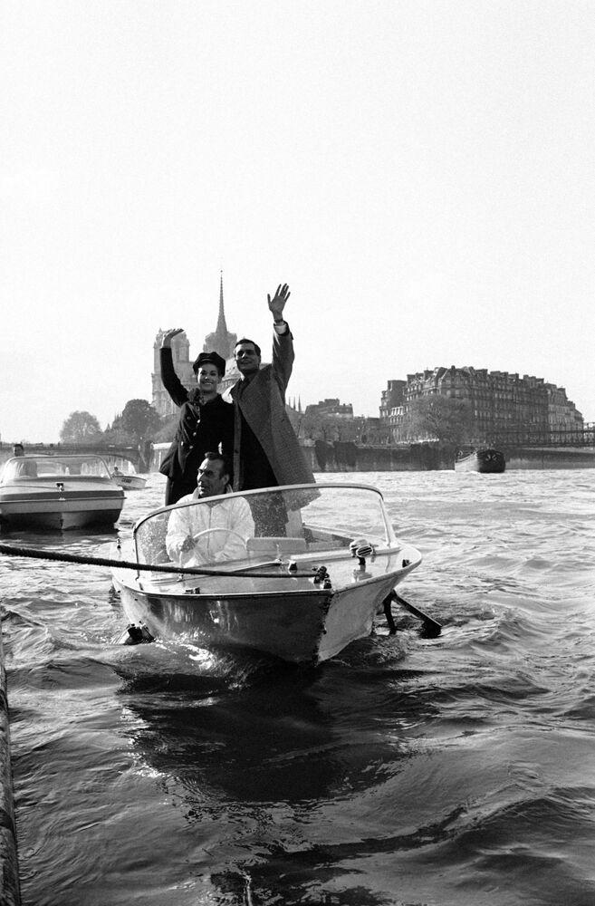 الفنانة كلودين اوجيه مع عمر الشريف فى باريس