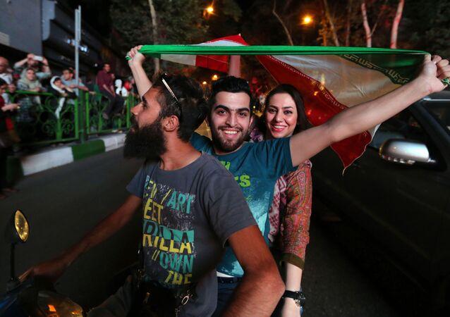 الشعب الإيراني يحتفل بالاتفاق النووي فى شوارع العاصمة