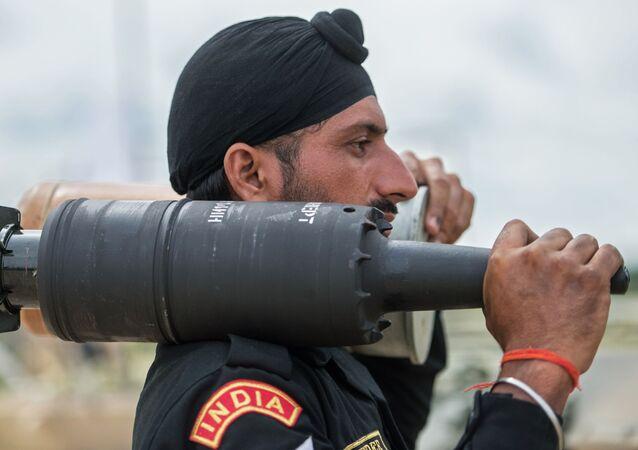 جندي من القوات المسلحة الهندية