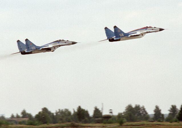 طائرتان من طراز ميغ-25إر بي