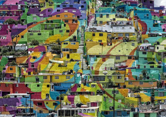 منظر على بيوت فوق تلة لاس بالميتاس  في مدينة باتشوكا دي سوتو، المكسيك