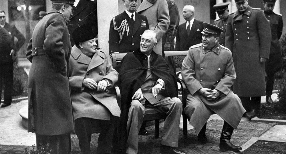 جوزيف ستالين مع رئيس وزراء بريطانيا تشرشل