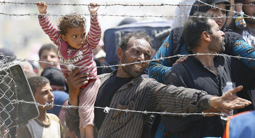 لاجئ سوري على الحدود التركية