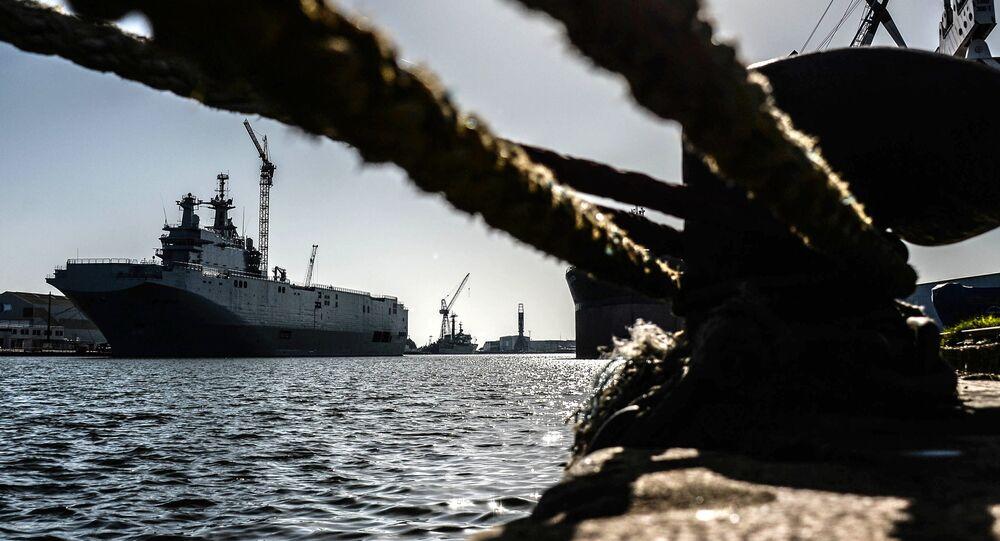 سفينة من طراز ميسترال في حوض بناء السفن