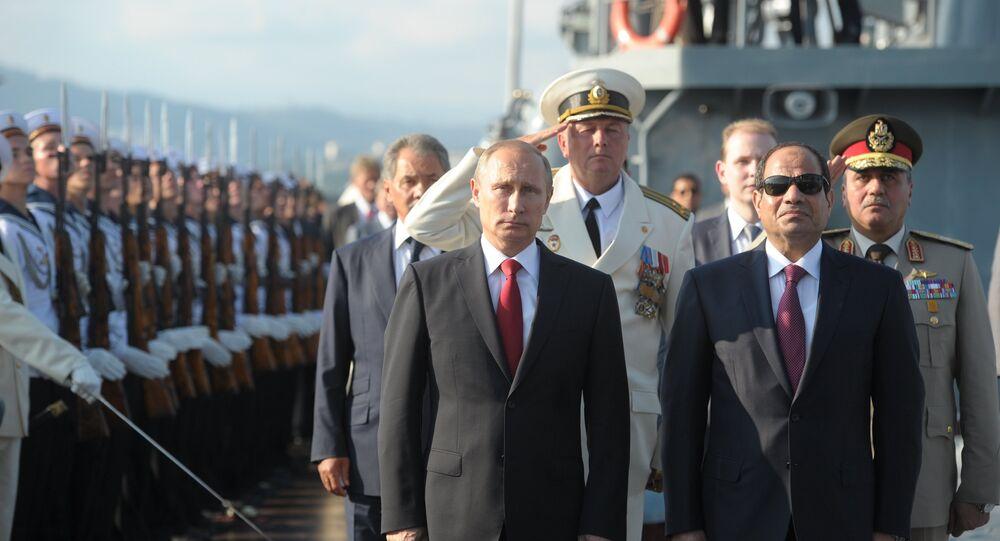 الرئيس بوتين والرئيس السيسي يزوران طراد موسكو