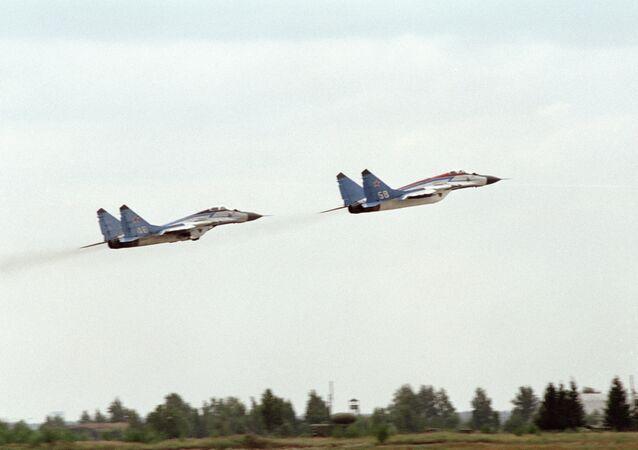 طائرتان من طراز ميغ-25