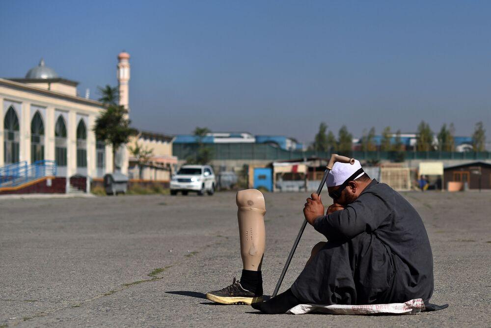 متسول في أفغانستان في عيد الأضحى