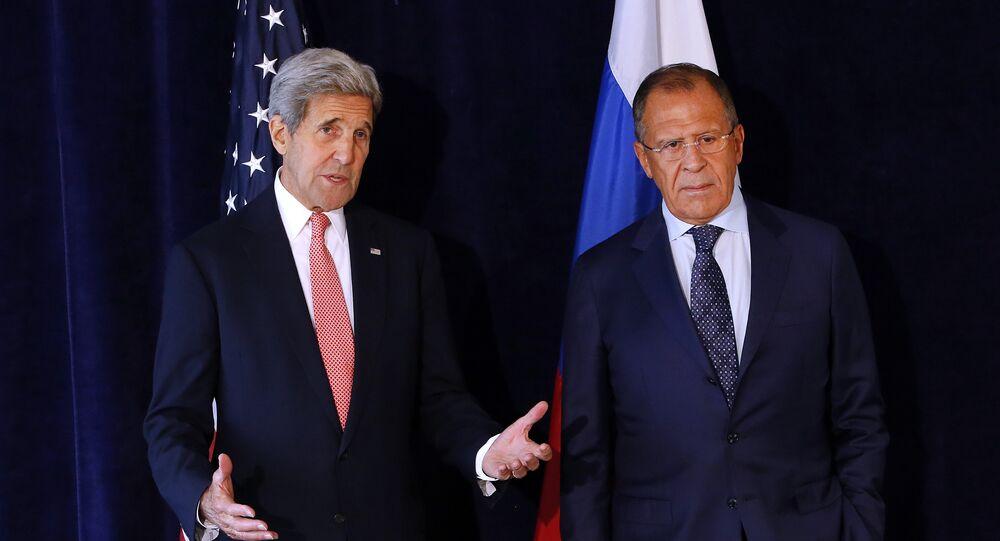 وزير الخارجية الروسي سيرغي لافروف والأمريكي جون كيري