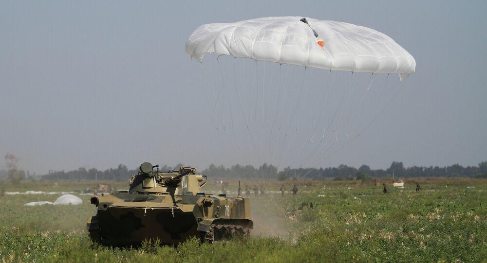 تدريب جنود مظليين