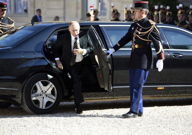 الرئيس الروسي فلاديمير بوتين في باريس