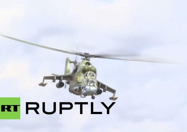 مروحيات هجومية مي-24 حارسة القاعدة العسكرية السورية