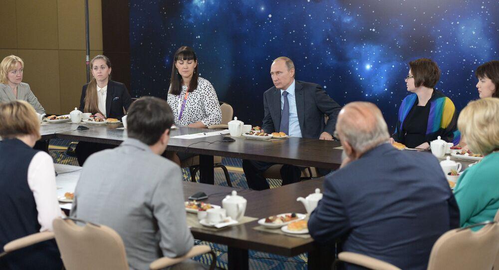 لقاء بوتين مع أفضل المعلمين لهذا العام