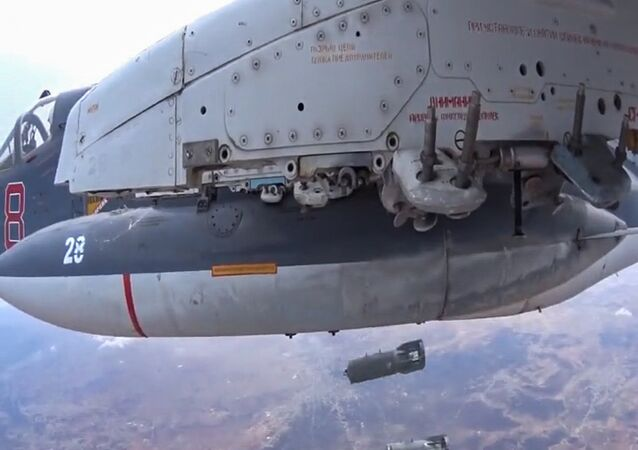طائرة روسية تلقي قنابل على مواقع الإرهابيين في سوريا