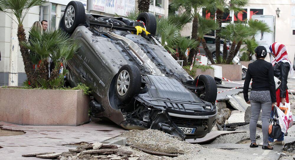سيارة مقلوبة في كان في جنوب فرنسا