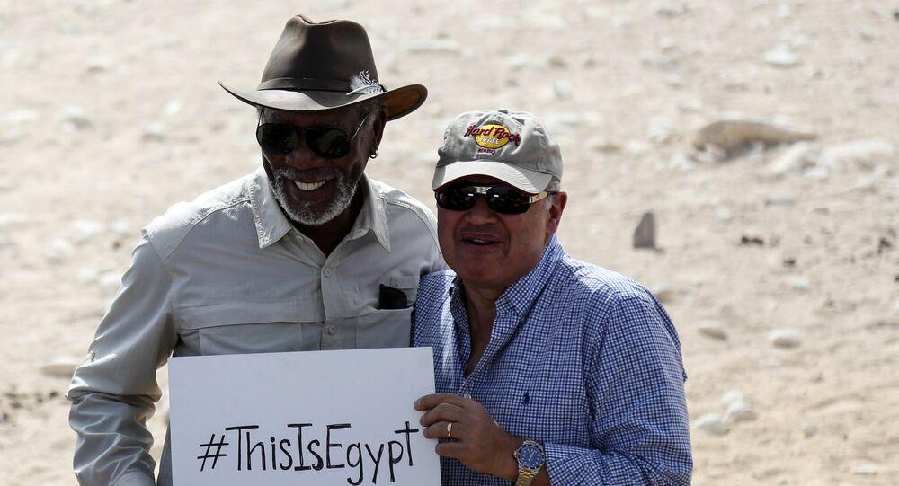الممثل الأمريكي مورجان فريمان  ووزير السياحة المصري هشام زعزوع