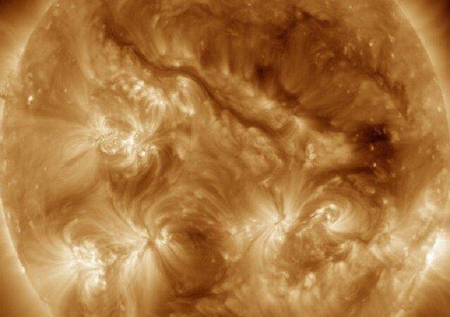ناسا تنشر صورة لخيط طويل غريب على سطح الشمس