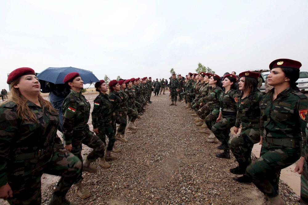 الجميلات الكرديات في صفوف البيشمركة