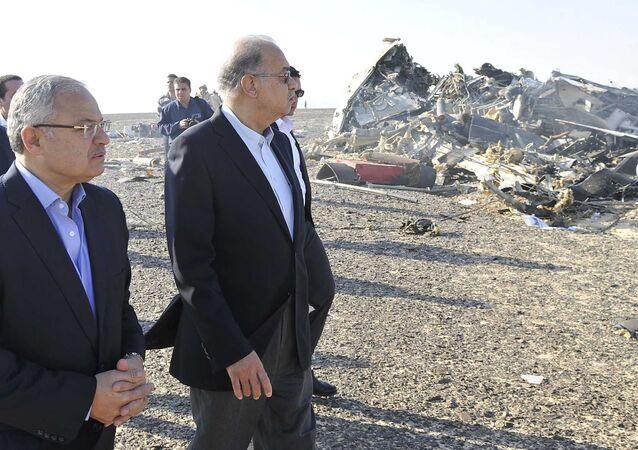 رئيس الوزراء المصري شريف إسماعيل في موقع تحطم الطائرة الروسية في سيناء