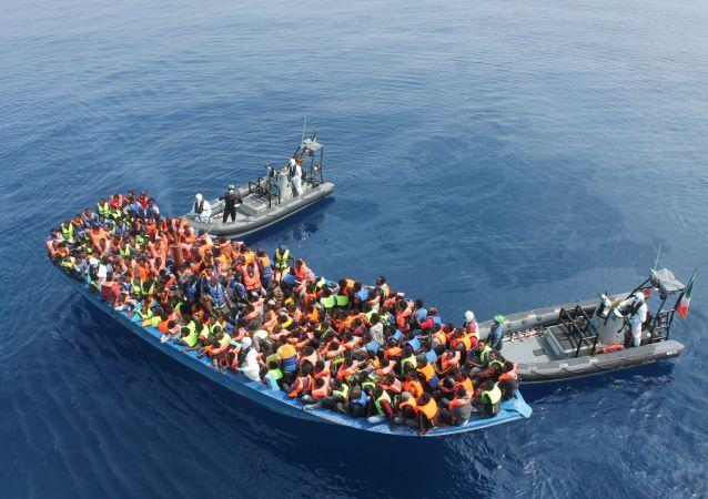 مهاجرون على قارب