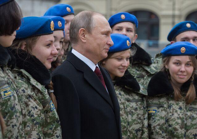 بوتين يشارك في إحياء احتفالات يوم الوحدة الوطنية في روسيا