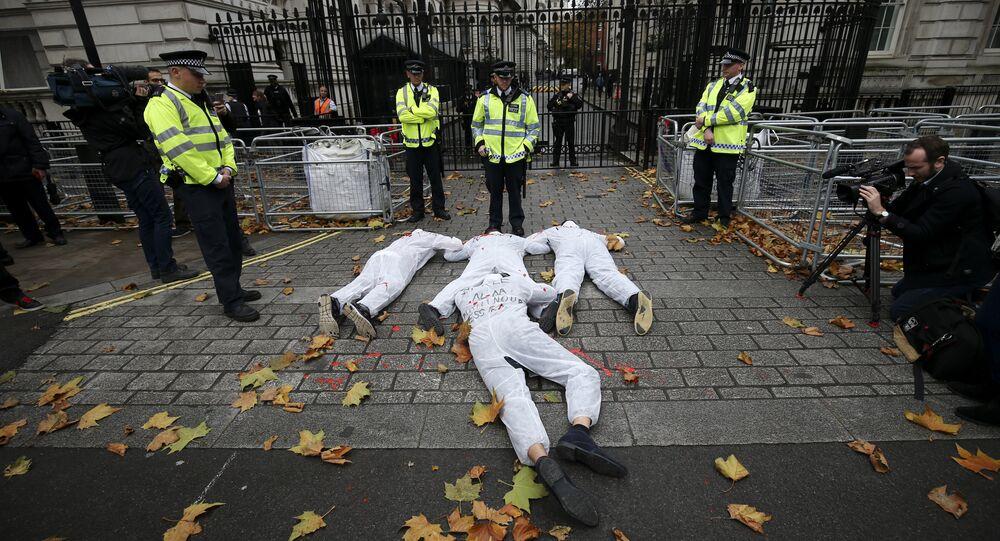 أجهزة الأمن البريطانية تمنع متاظهرين من أعمال تخريبية عقب زيارة عبد الفتاح السيسي إلى إنجلترا