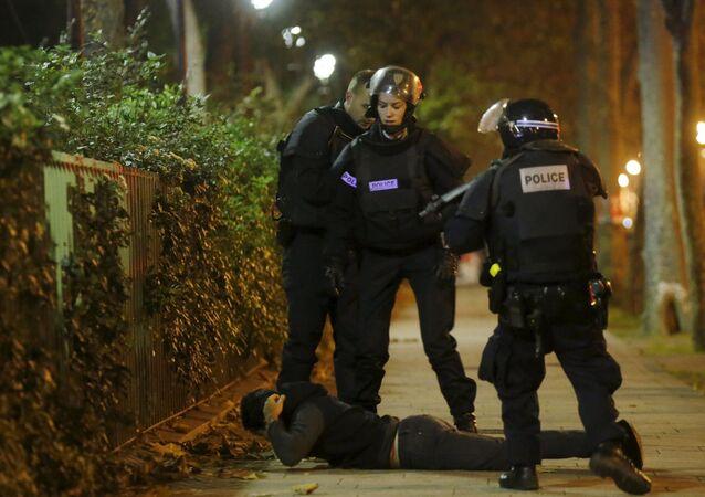 الشرطة الفرنسية تعتقل أحد الأشخاص