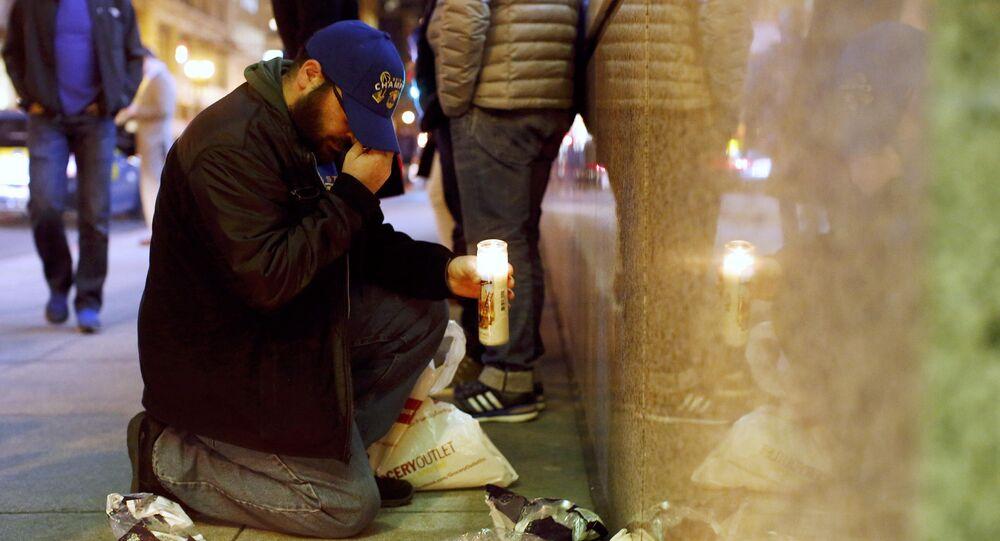شخص حزين على ضحايا هجمات إرهابية