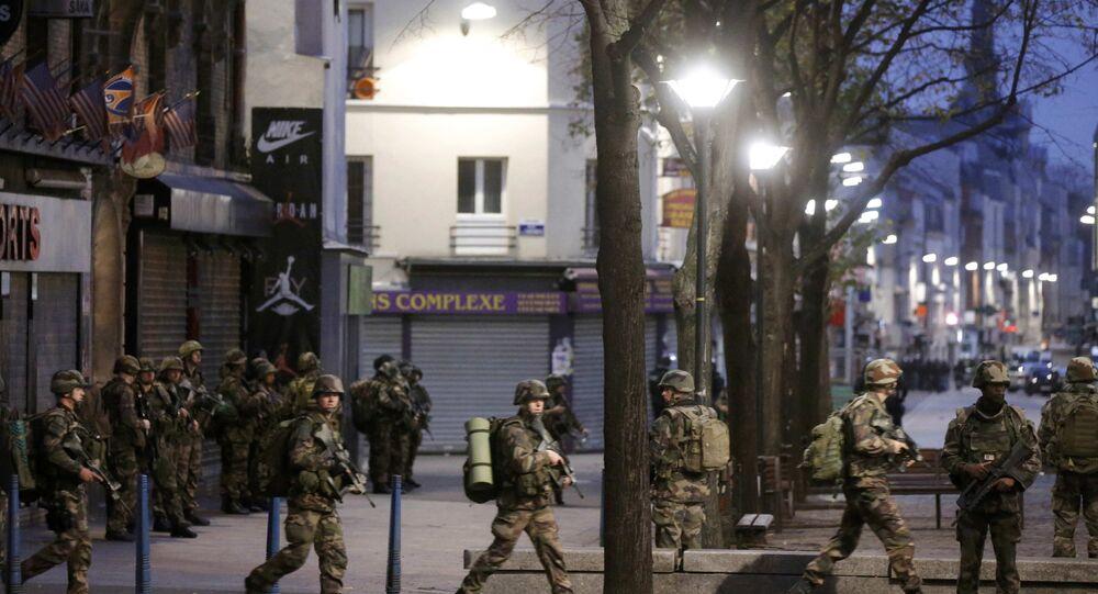 جنود فرنسيون في ضاحية سان دوني شمالي باريس