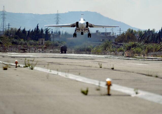 طائرة روسية في قاعدة حميميم