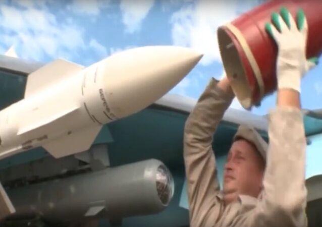 تدريبات طيران سو-34 والهمات القتالية بصحبة صواريخ جو-جو