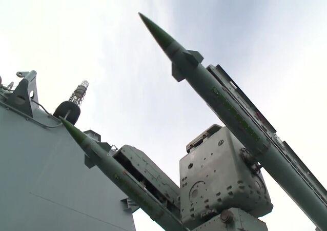 منظومة الدفاع الجوى الروسية إم - 4 أوسا - إم على الطراد الصاروخي موسكو