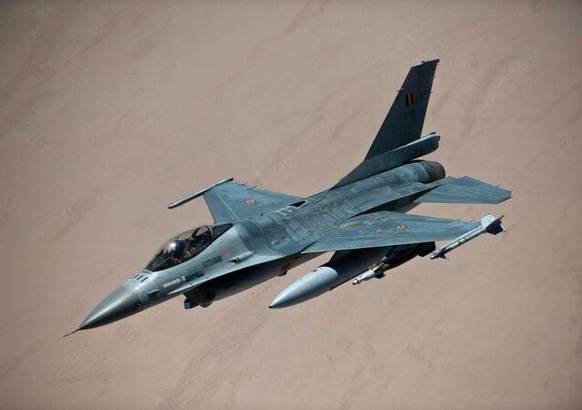 مقاتلة اف-16