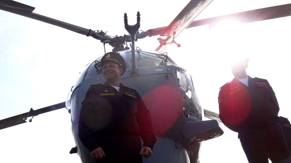 صحفيون يزورون طراد موسكو قرب قاعدة حميميم في سوريا