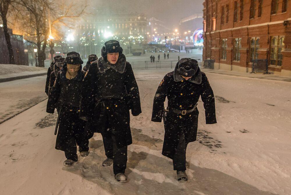 ثلوج كثيفة تغطي موسكو