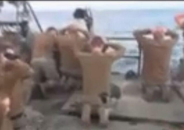 لحظة إلقاء القبض على الجنود الأمريكيين من قبل الحرس الإيراني