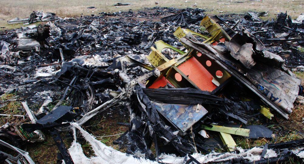 حطام طائرة البوينغ الماليزية في شرق أوكرانيا