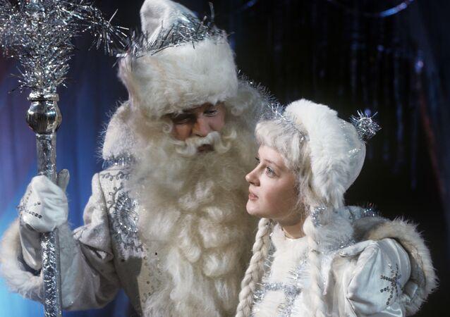 بابا نويل مع حفيدته الفتاة الأسطورية